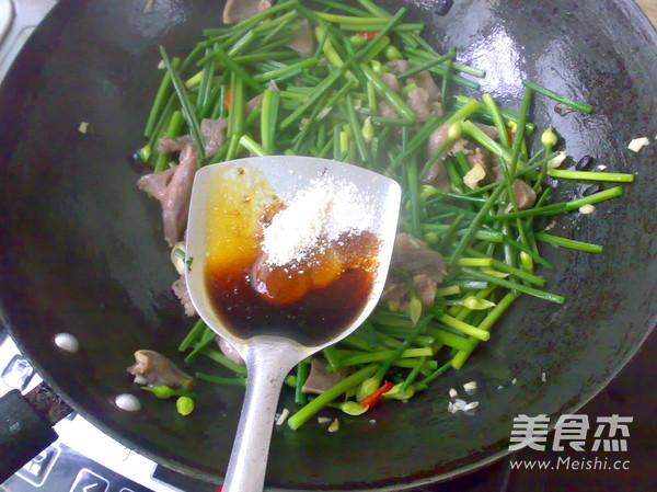 韭菜花炒猪舌怎么吃