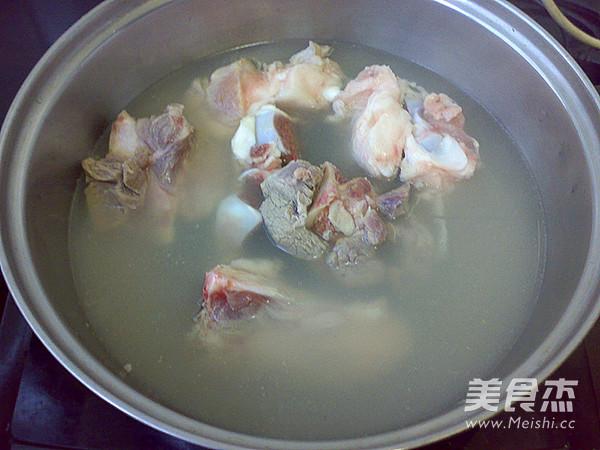 海参花胶肉骨汤的做法图解