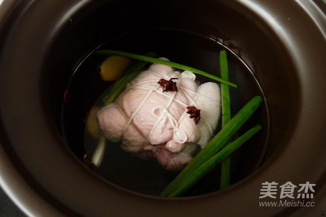 白切猪肘肉的简单做法