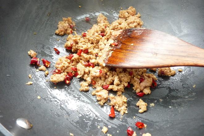 香辣肉酱拌河粉的简单做法