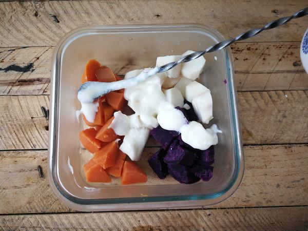 酸奶果脯拌杂粮的简单做法