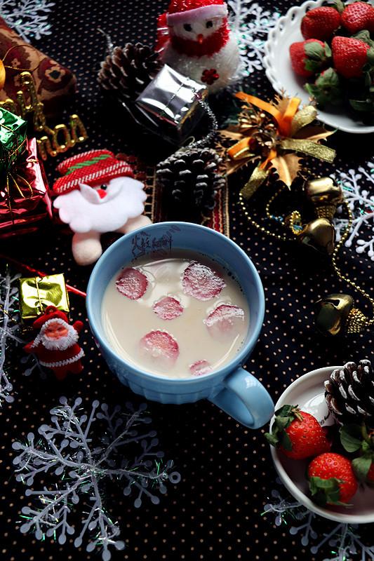 草莓奶茶成品图