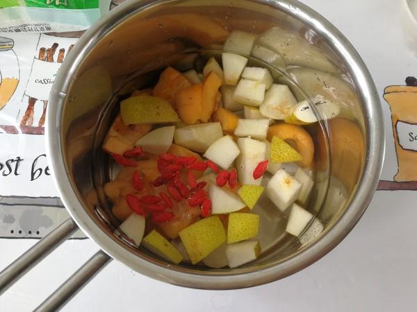 春季趁这水果正合时,学做一道润喉养肺的甜品,对症易上火的人士的家常做法