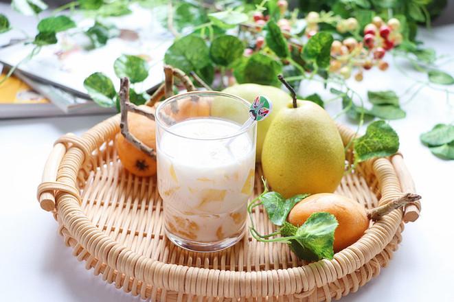 春季趁这水果正合时,学做一道润喉养肺的甜品,对症易上火的人士怎么炖