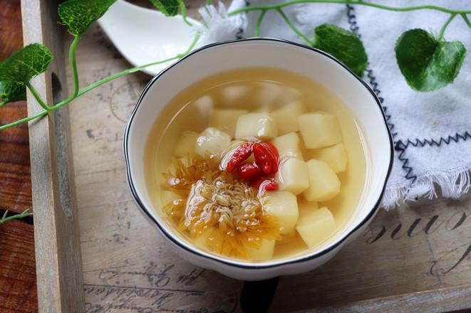 冰糖荸荠菊花汤的步骤