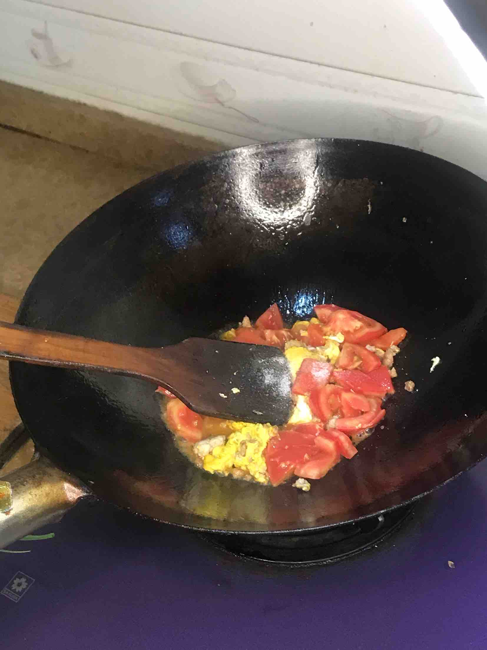 番茄鸡蛋汤米线的步骤