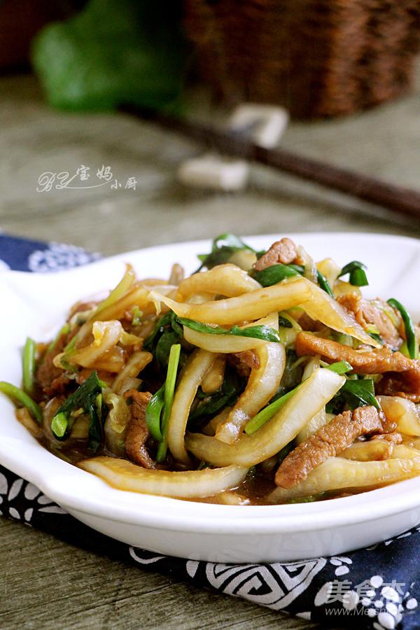 大白菜肉丝炒韭菜成品图