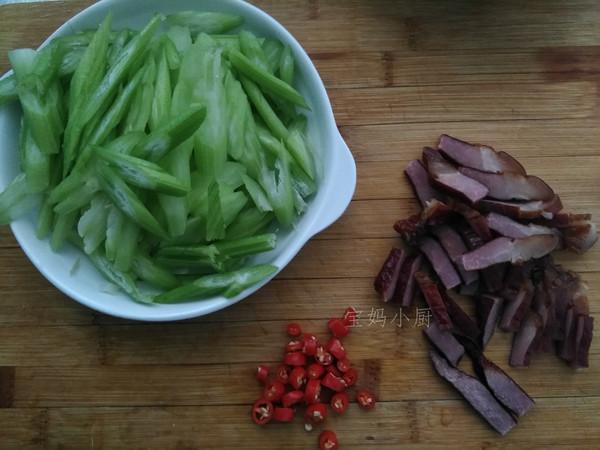 腊肉炒芹菜的做法图解