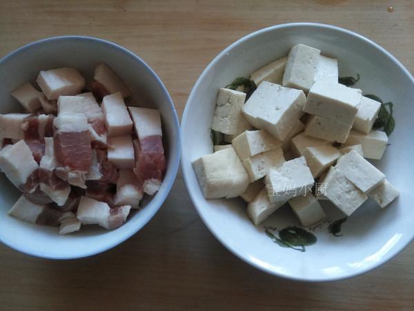 五花肉海带炖豆腐的做法图解