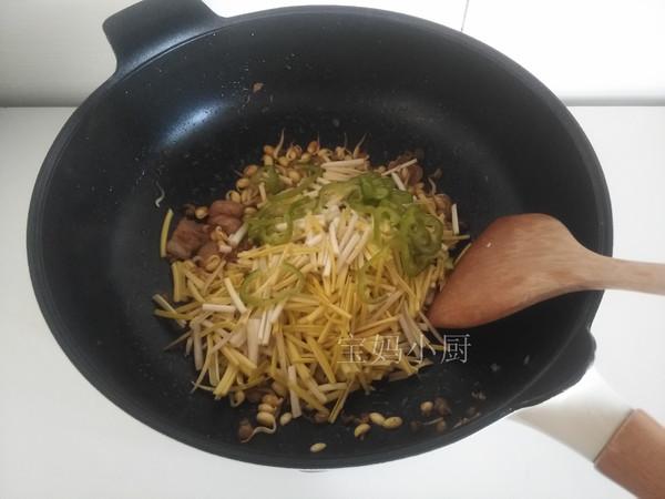 黄豆芽炒蒜黄怎么吃