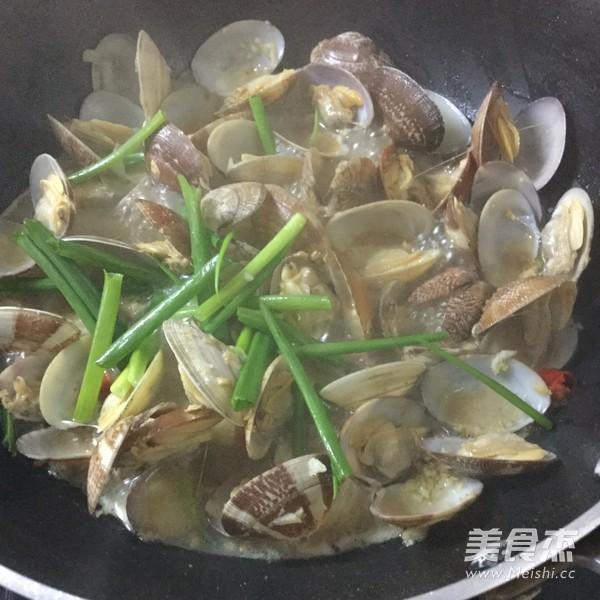 酒煮蛤蜊怎么煸