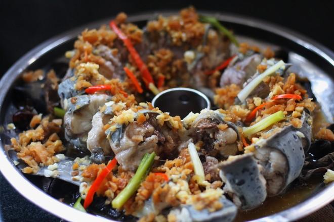 菜脯粒蒸盘龙鳗的步骤