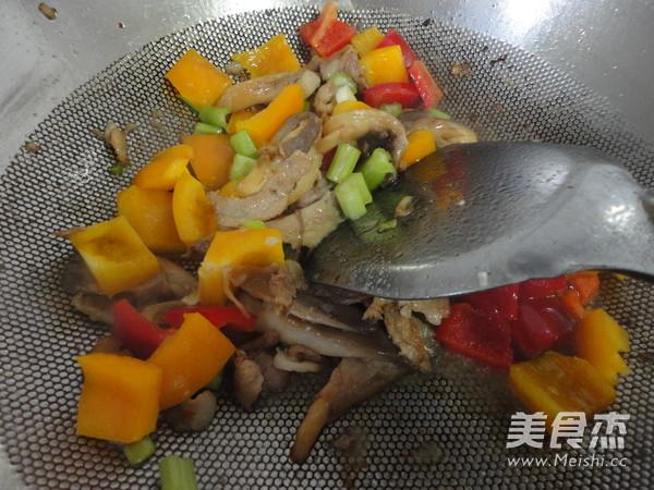 彩椒蘑菇炒肉怎么炒