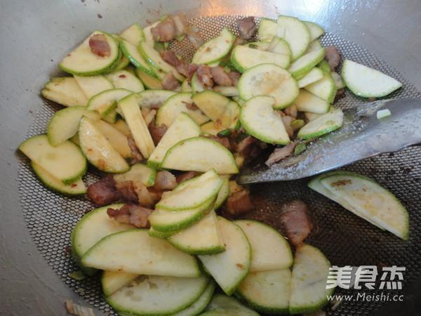 西葫芦炒肉怎么吃