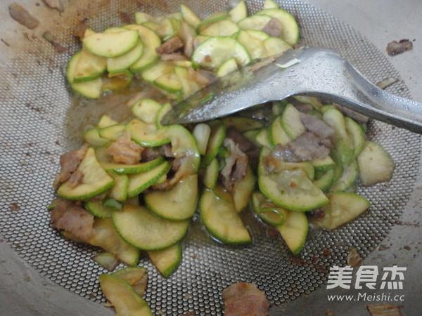 西葫芦炒肉怎么做