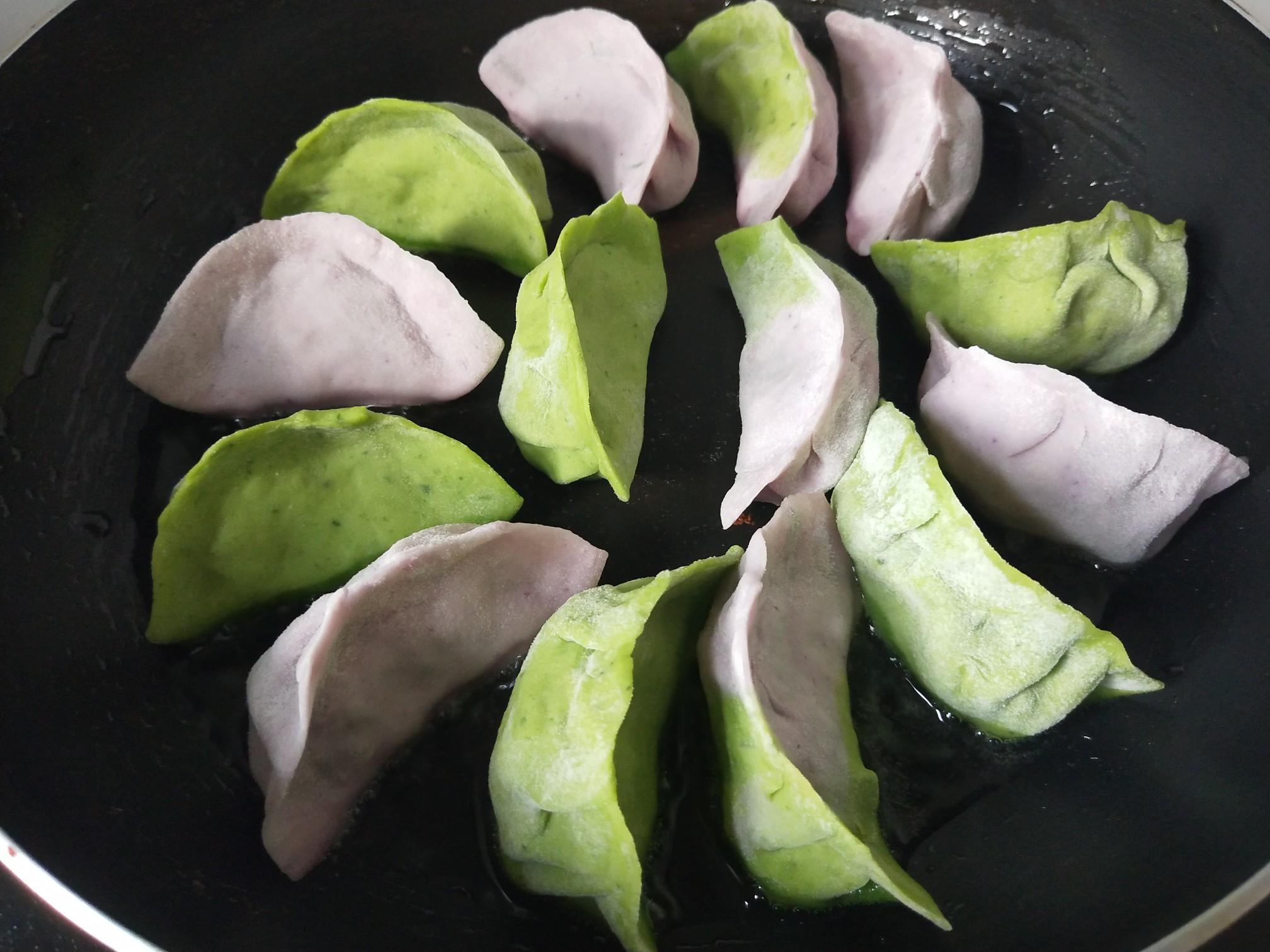 彩色冰花水饺的步骤