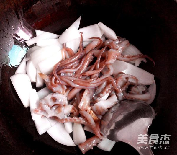 洋葱鱿鱼头的家常做法