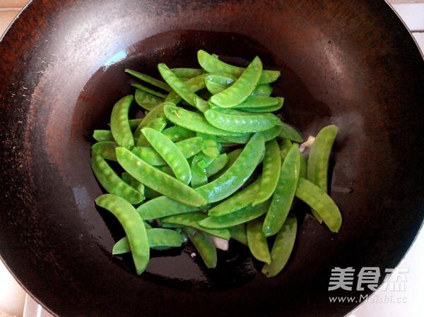 荷兰豆炒虾仁的家常做法