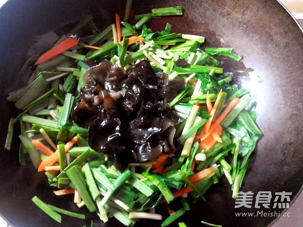 韭菜炒海肠怎么做