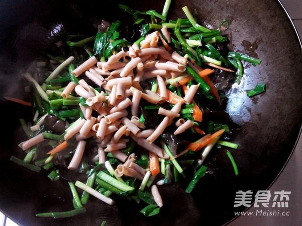 韭菜炒海肠怎么炒