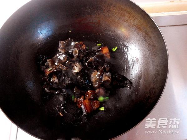 红烧肉炖糯玉米的简单做法