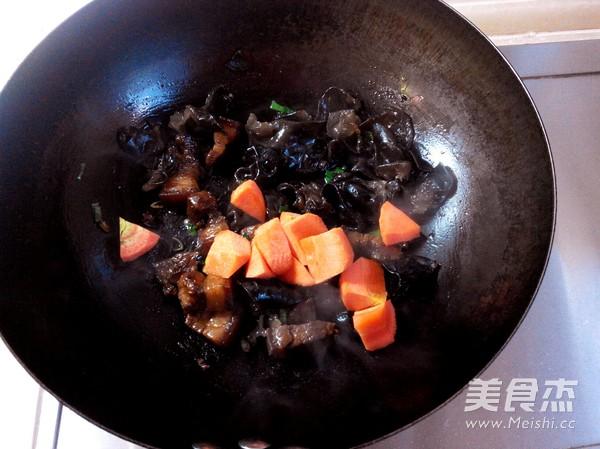 红烧肉炖糯玉米怎么吃