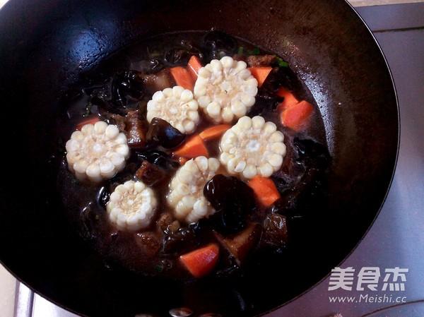 红烧肉炖糯玉米怎么炒
