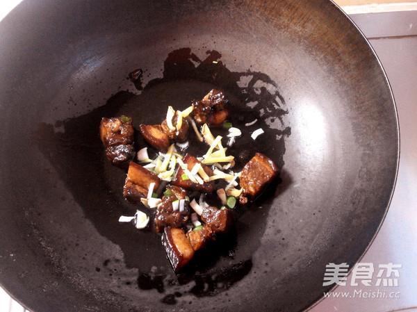红烧肉炖干豆角的家常做法