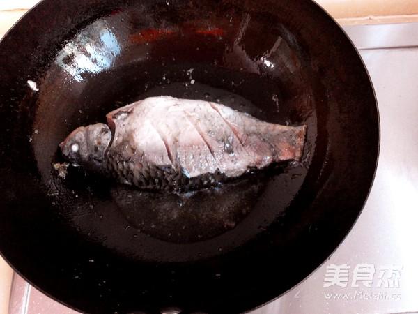 春笋鲫鱼汤的家常做法
