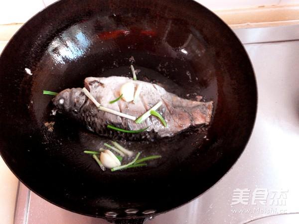 春笋鲫鱼汤的简单做法