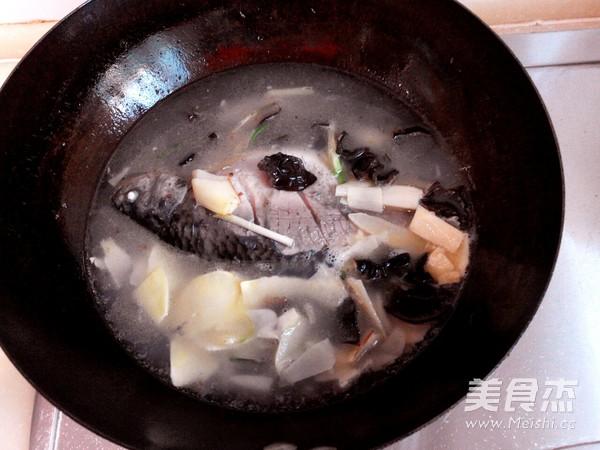 春笋鲫鱼汤怎么煮