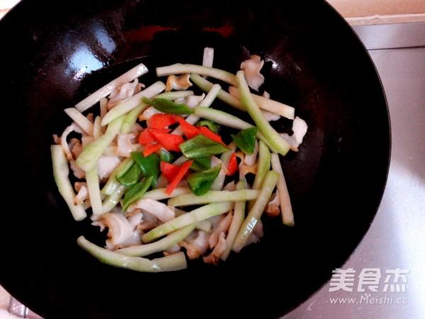 翠皮盐爆海螺片怎么做