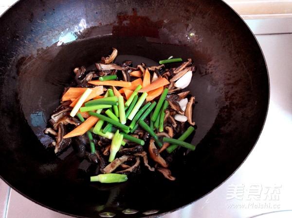香菇干炒肚条怎么吃