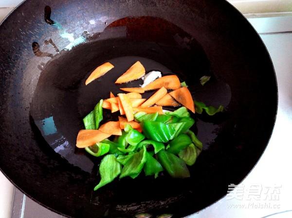 青椒炒大肠的家常做法