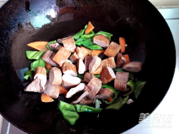 青椒炒大肠的简单做法