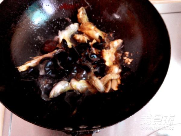 海鲶鱼炖腐竹怎么炒