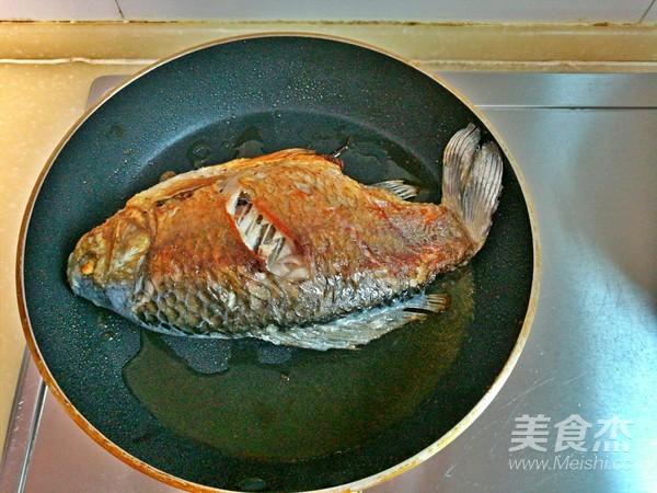 红烧鲫鱼怎么吃