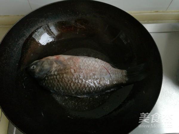 酱炖鲫鱼的家常做法