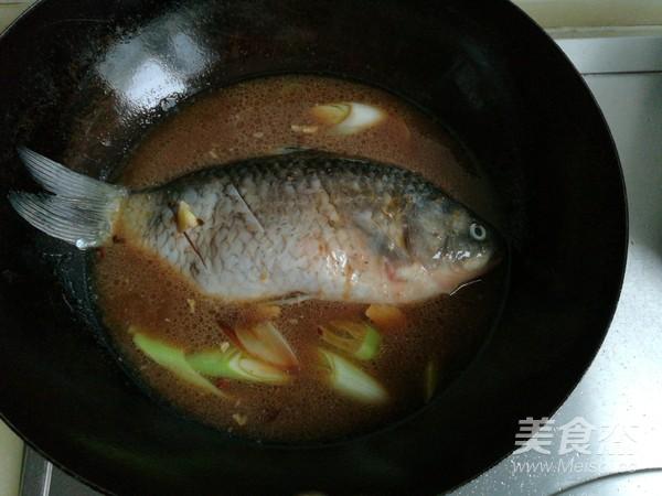酱炖鲫鱼怎么煮