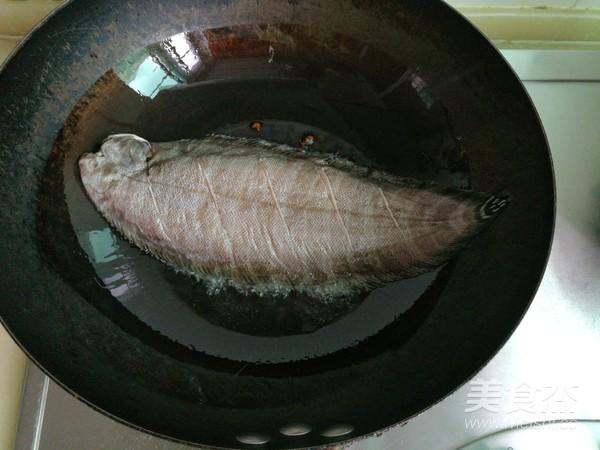 平鱼炖海鲜菇的家常做法