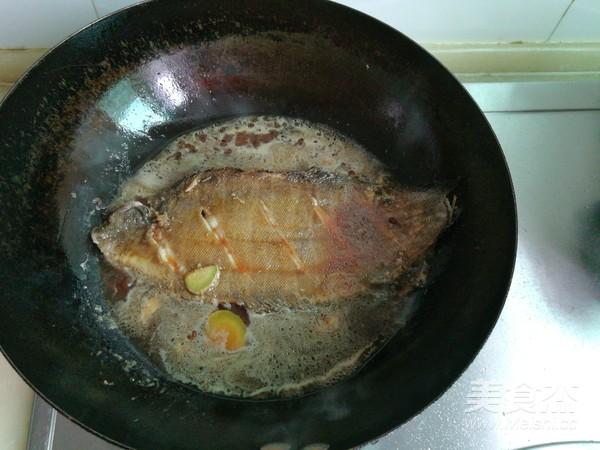 平鱼炖海鲜菇怎么煮