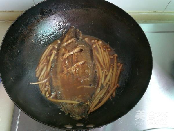 平鱼炖海鲜菇怎么煸