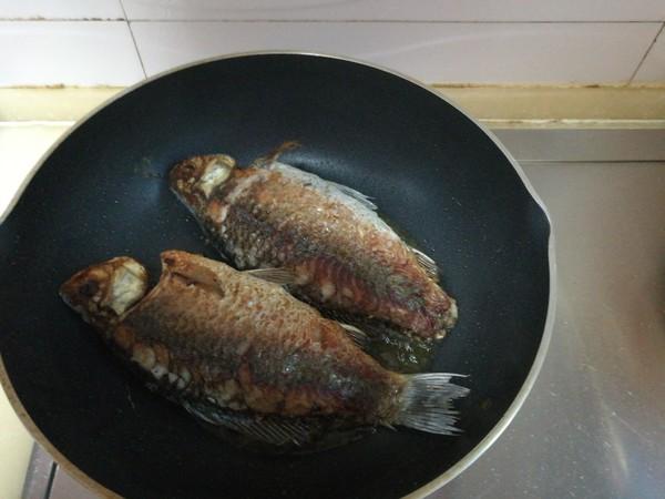 倒笃菜炖鲫鱼的简单做法