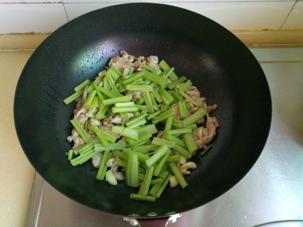 芹菜炒肉怎样煸