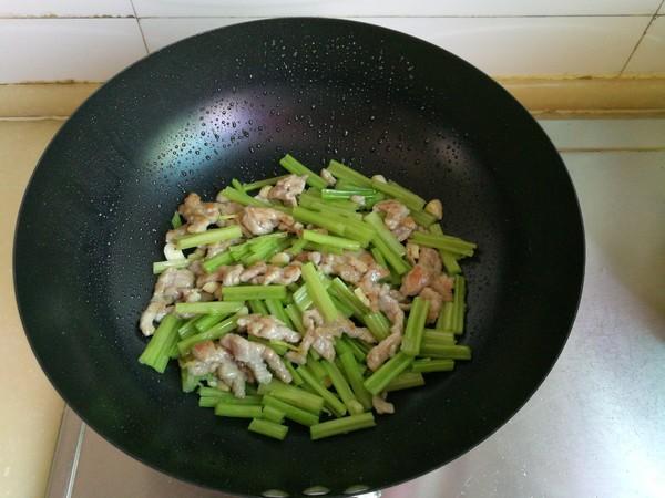 芹菜炒肉怎样做