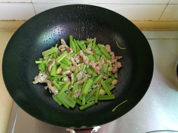 芹菜炒肉怎样炖