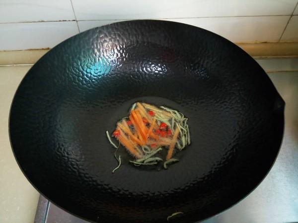 韭菜苔炒鱿鱼怎么炒