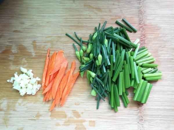 韭菜苔炒白玉菇的做法图解