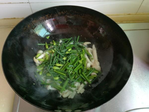韭菜苔炒白玉菇怎么做