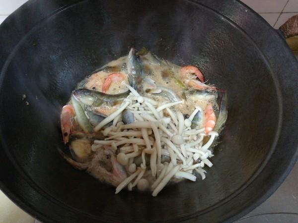 海鲶鱼炖海鲜菇怎样炒